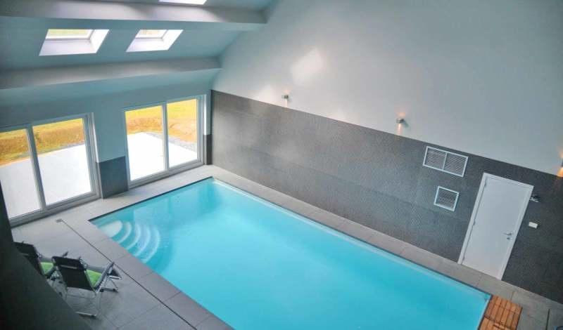 Ruime groepsaccommodatie voor 12 personen met prive for Prive zwembad afhuren voor 2 personen